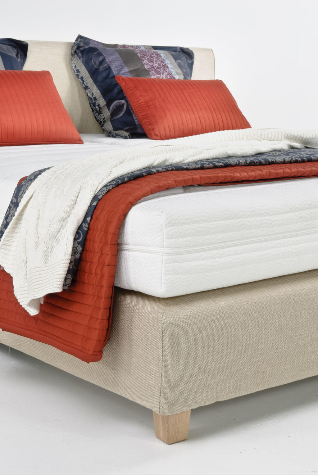 Velda Versus Boxspring Bed With Pocket Memory Mattress