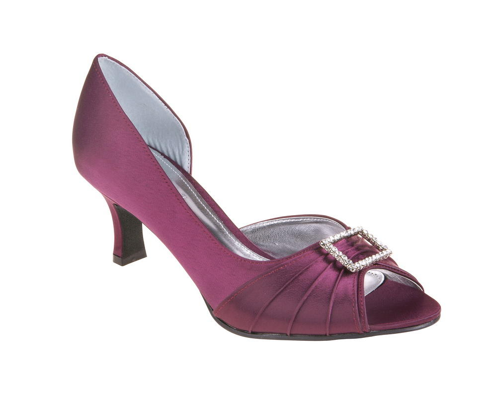 Christina in Plum