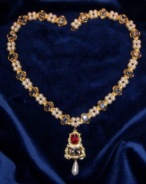 jane seymour pendant and diamond necklace. Black Bedroom Furniture Sets. Home Design Ideas