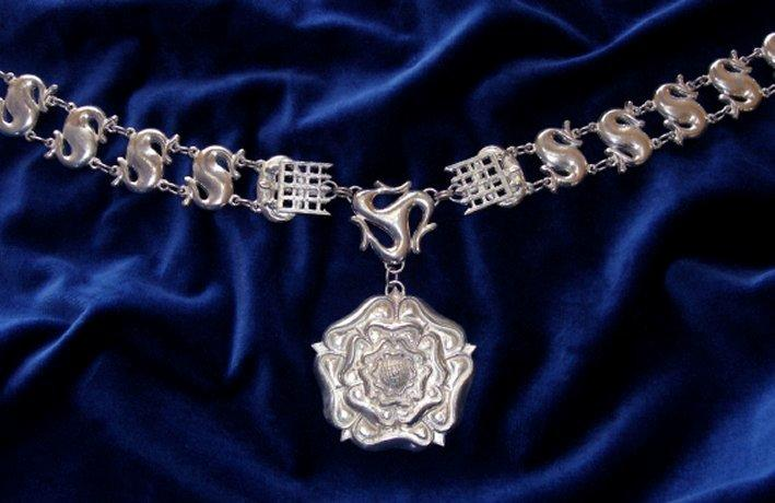 thomas more collar