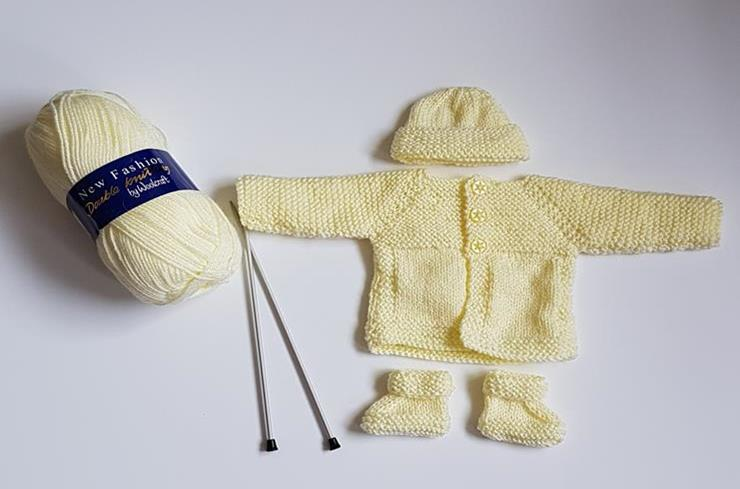 Baby set knitted in<P>Lemon 4385
