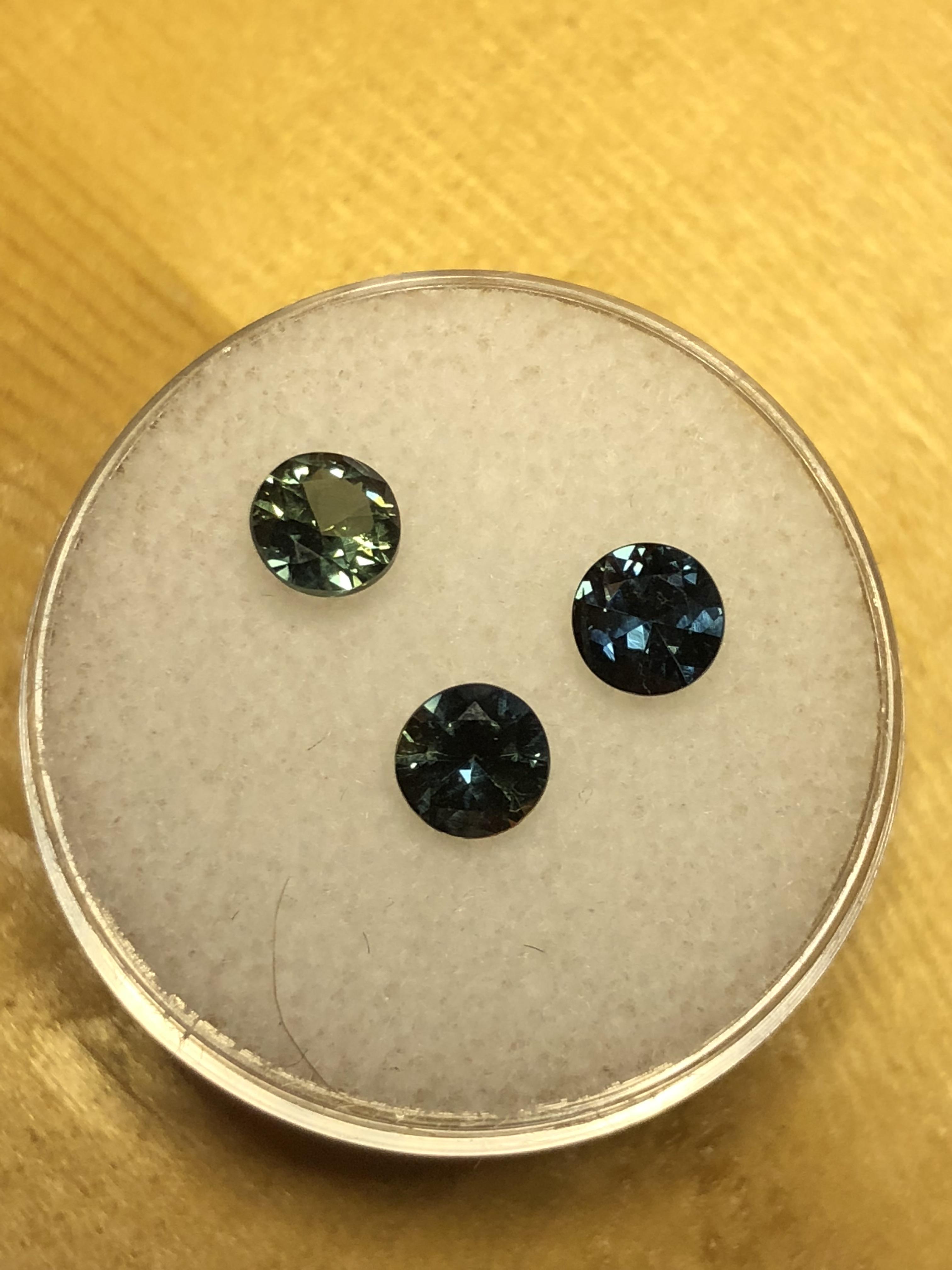 Green Sapphire 5 mm approx  Round Cut