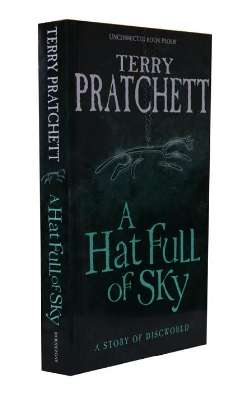 Terry Pratchett - A Hat Full of Sky - Doubleday, 2004, UK Proof Edition