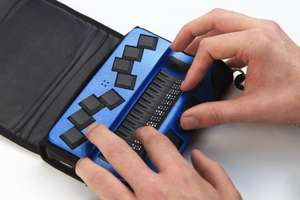 Two hands on an actilino ergonomically placed