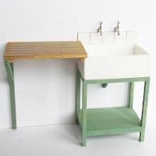 1/24th scale kit to make a vintage kitchen Sink and drainer.