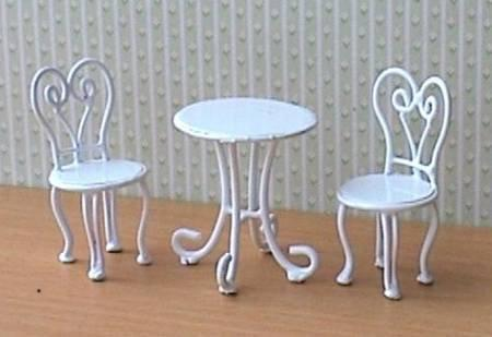 1/24th Scale Cafe Table And 2 Chairs