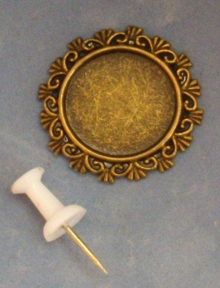 1/24th scale antique effect metal round frame.