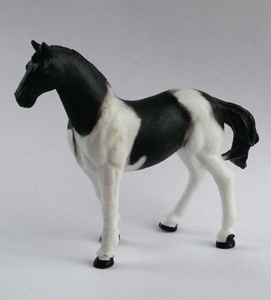 1/24th scale Black and White Horse