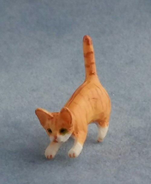 1/24th scale Squatting Ginger Cat