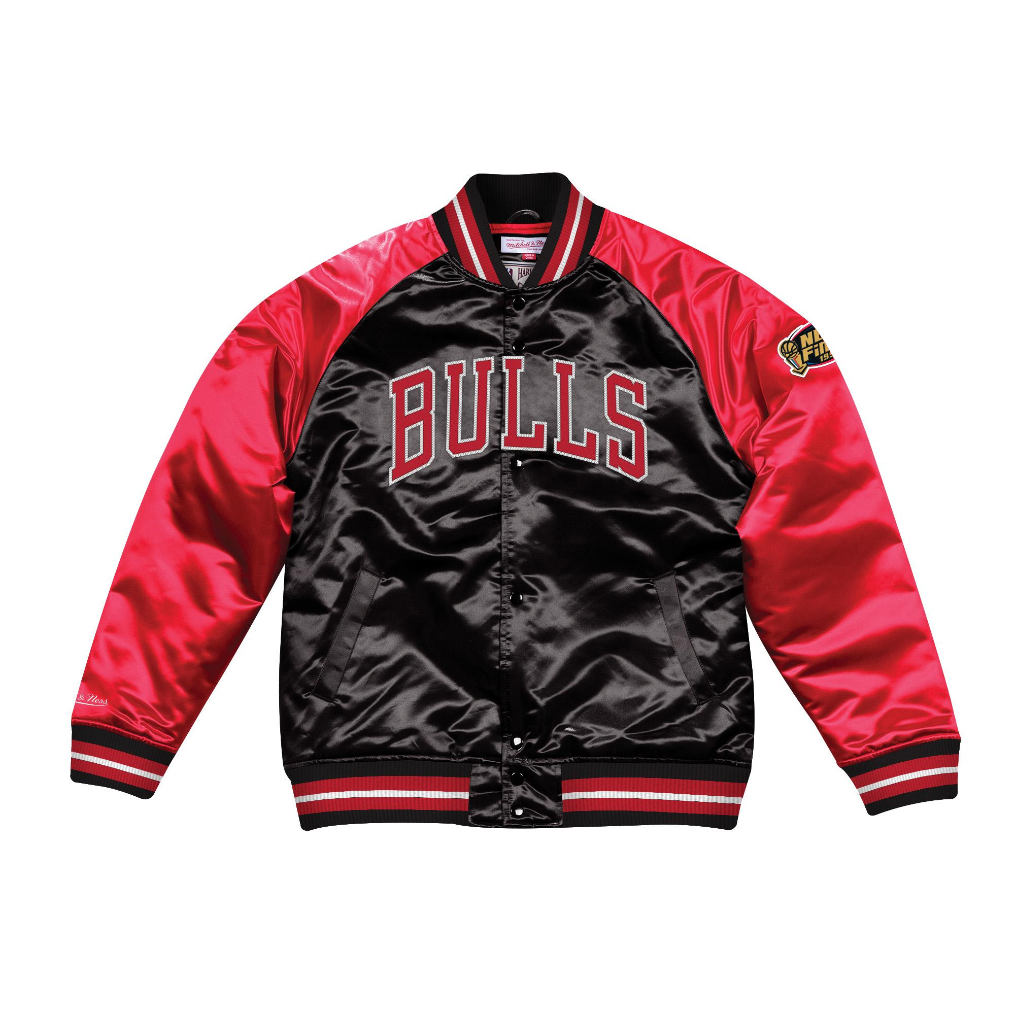 69008b1a4 Mitchell & Ness | Chicago Bulls Tough Season Satin Jacket