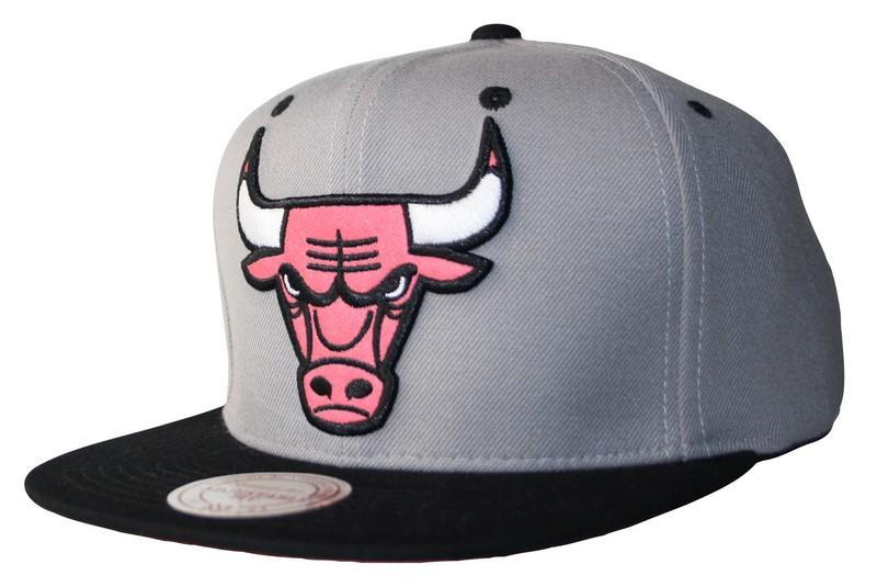 1beb3fcb Mitchell & Ness   Chicago Bulls Reflective XL Logo Snapback