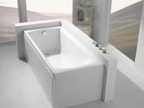 Carron Delta 1650mm 11 Jet Bath Room Shot