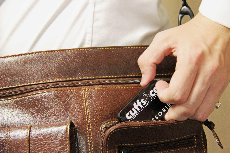 Collar Stiffener Storage and Travel Tin