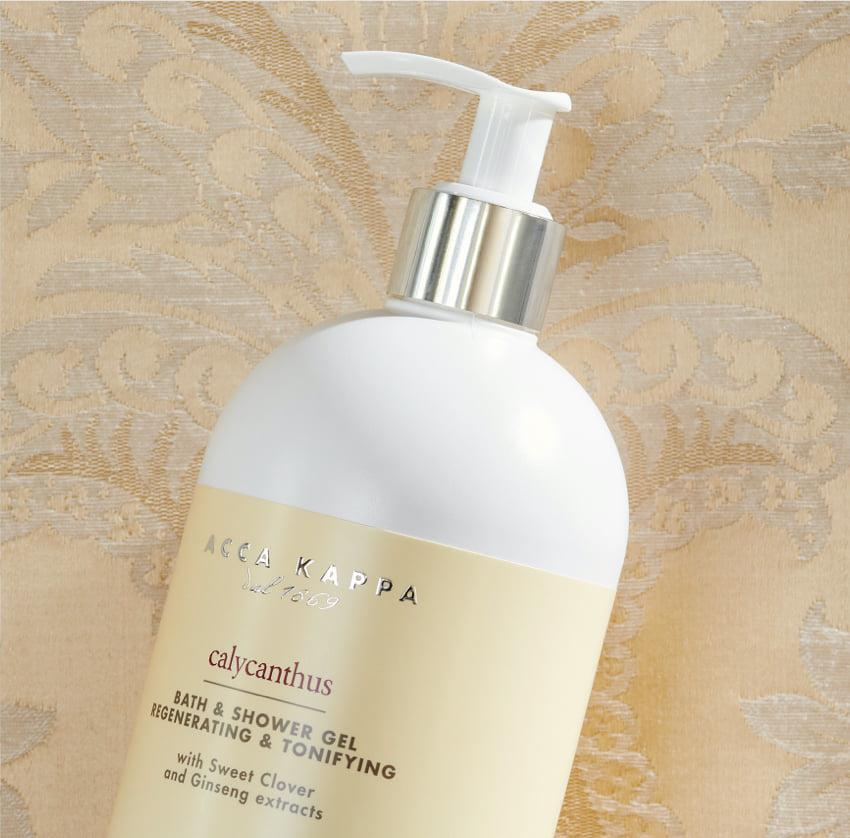 Pictured: The Calycanthus Bath and Shower Gel by ACCA KAPPA