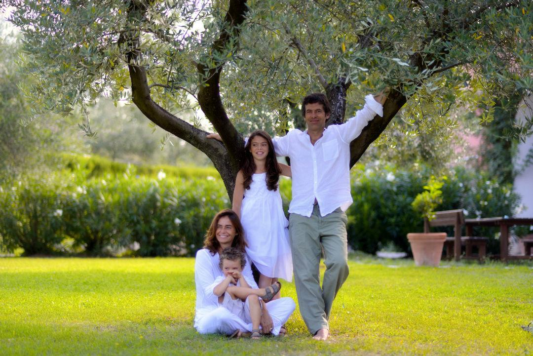 Elisa with her family.