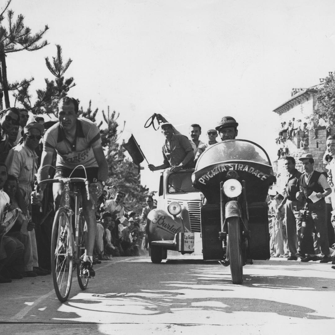 Pictured: Cyclists from one of the very first Giro d'Italia