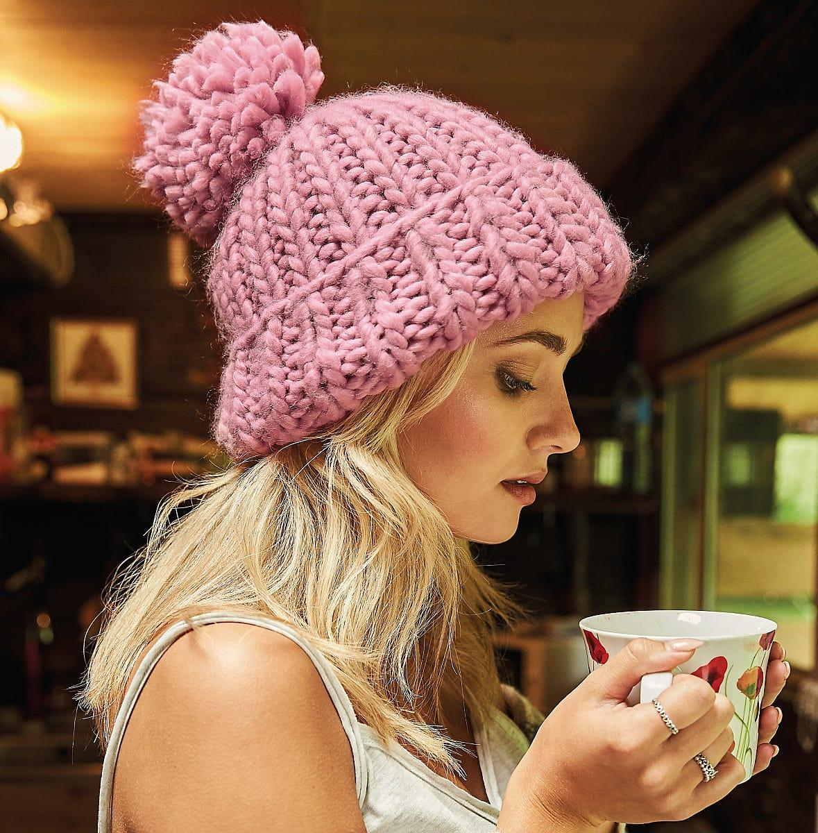 Beechfield Oversized Knitted Beanie Hat in Dusky Pink (Product Code: B483)