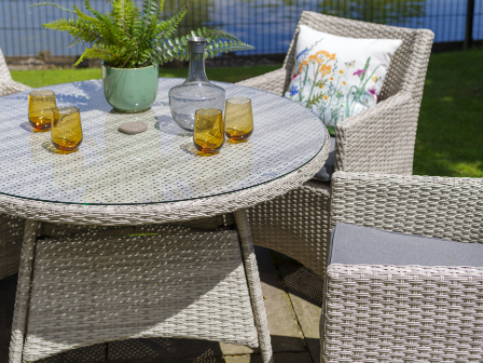 Provence 4 seater dining set detail