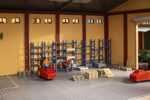 Auhagen 41660 Heavy-duty shelving and pallets