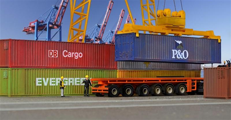 10922 KIBRI H0 six 40 ft containers