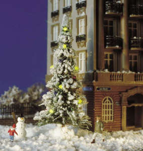 Busch 5409 Snow covered Christmas tree with candles and snowman