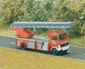 Busch 5608 Fire Engine with Ladder and working lights