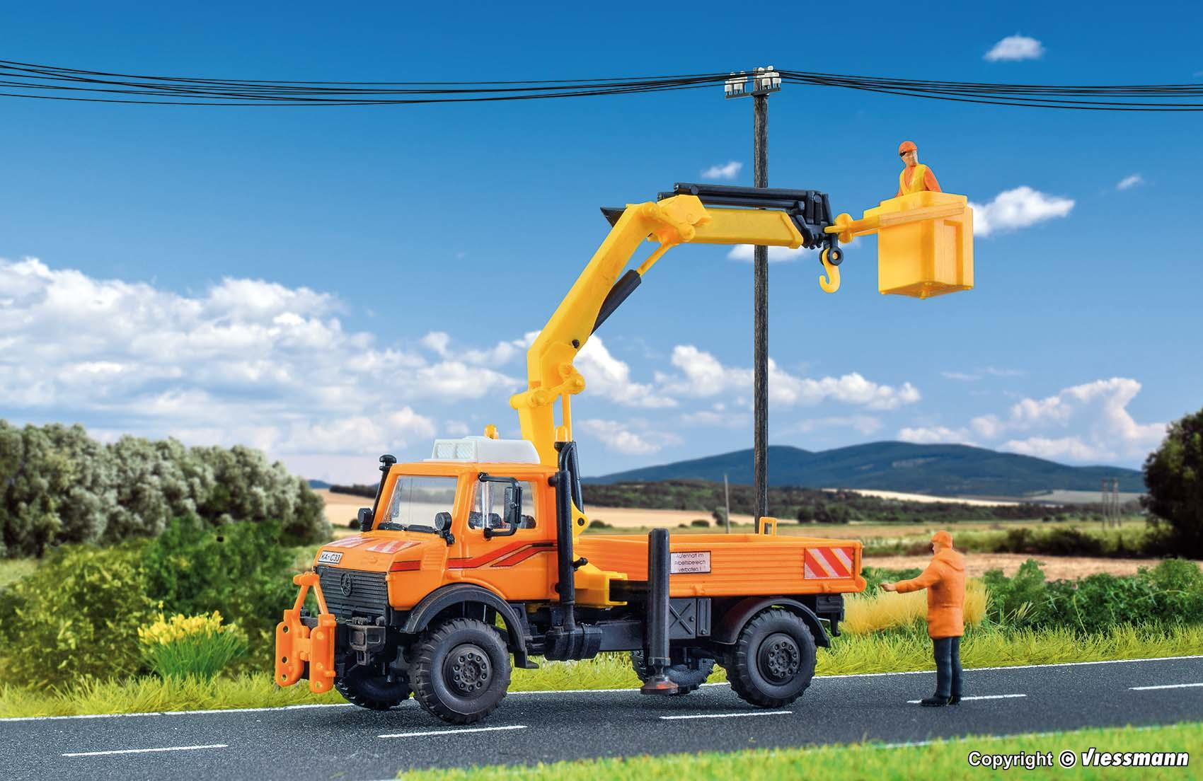 Kibri 15005 UNIMOG with working crane and