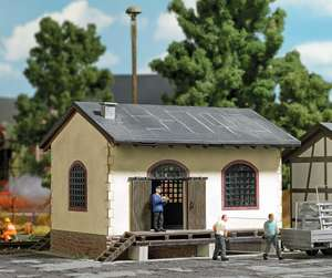 Busch 1663 Small goods shed