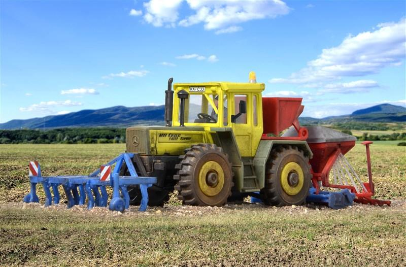 10702 KIBRI H0 MB TRAC with sowing tool