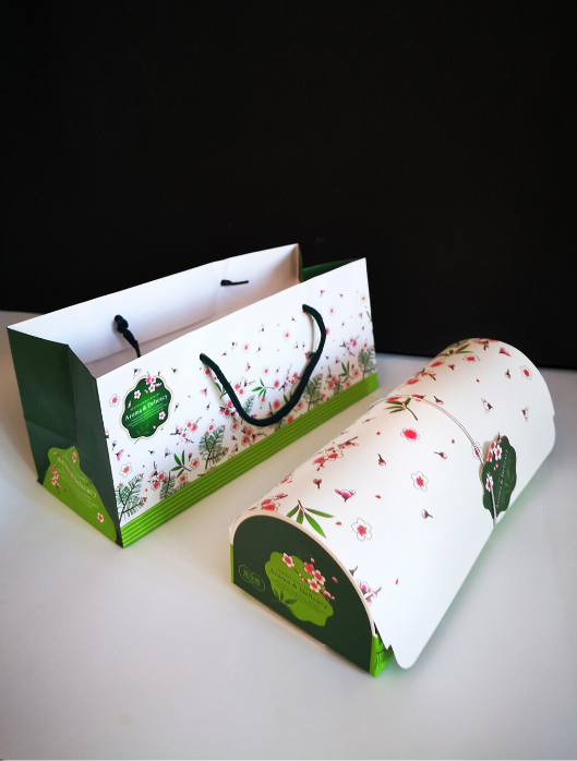 green & white Japanese cake roll gift box and bag