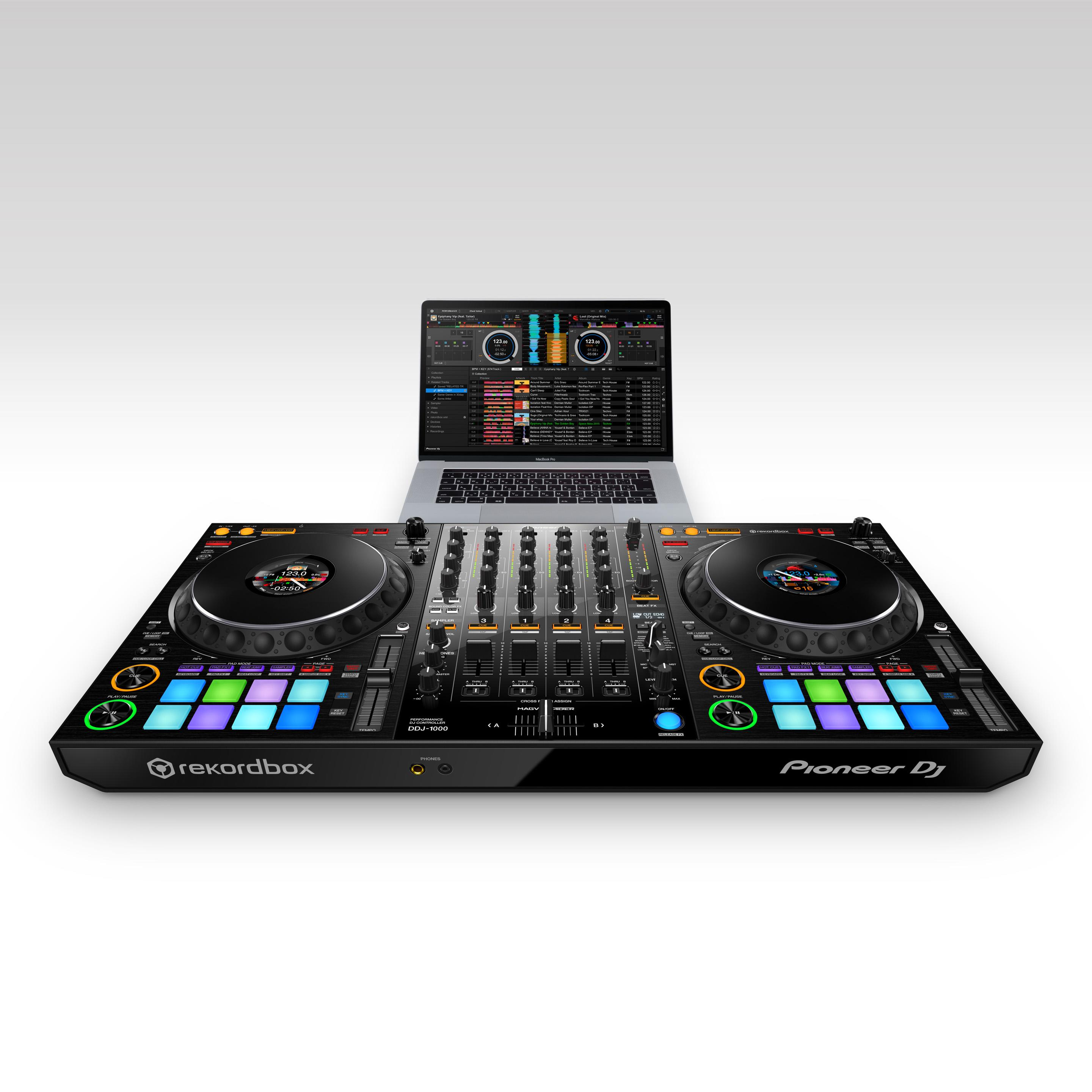 Pioneer DJ DDJ1000 with laptop