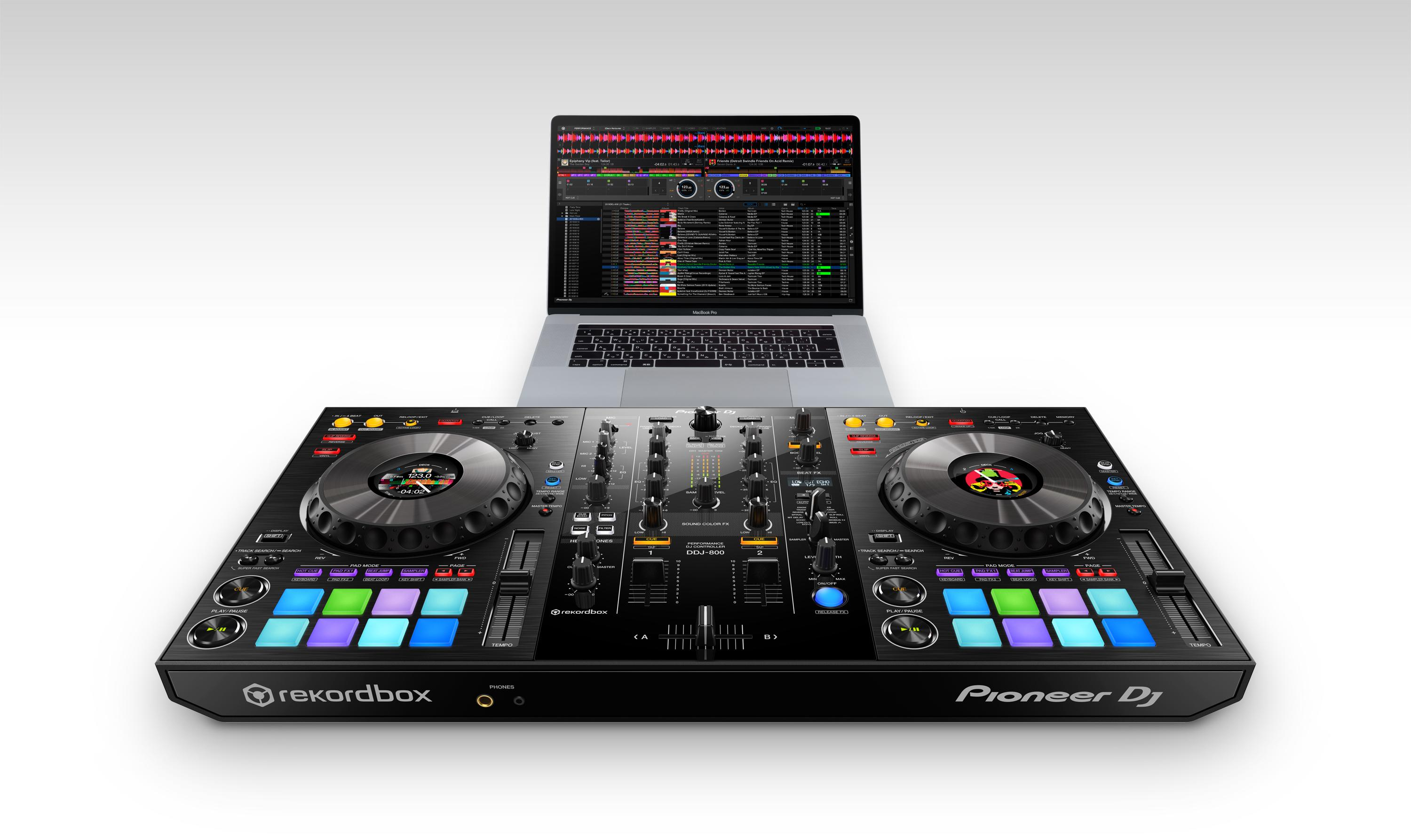 Pioneer DJ DDJ-800 with laptop