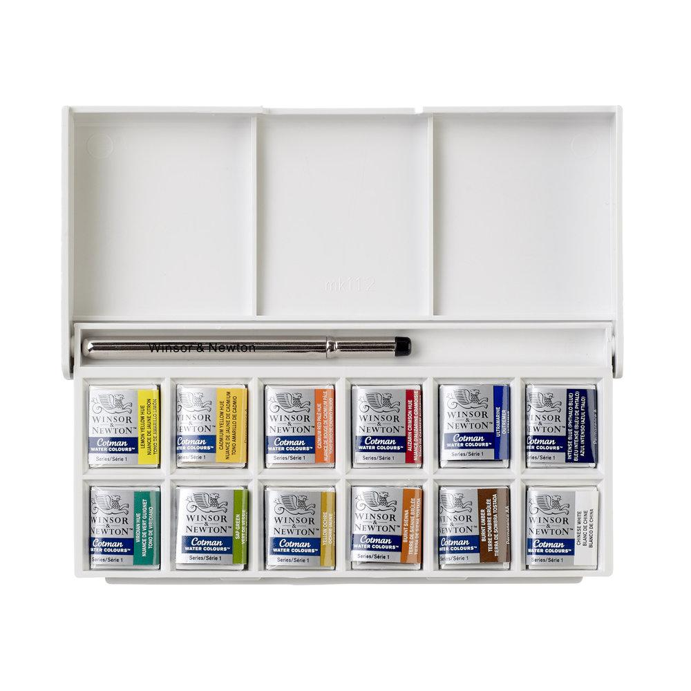 the interior of the Winsor and Newton Cotman watercolours Sketchers Pocket Box showing 12 half pans