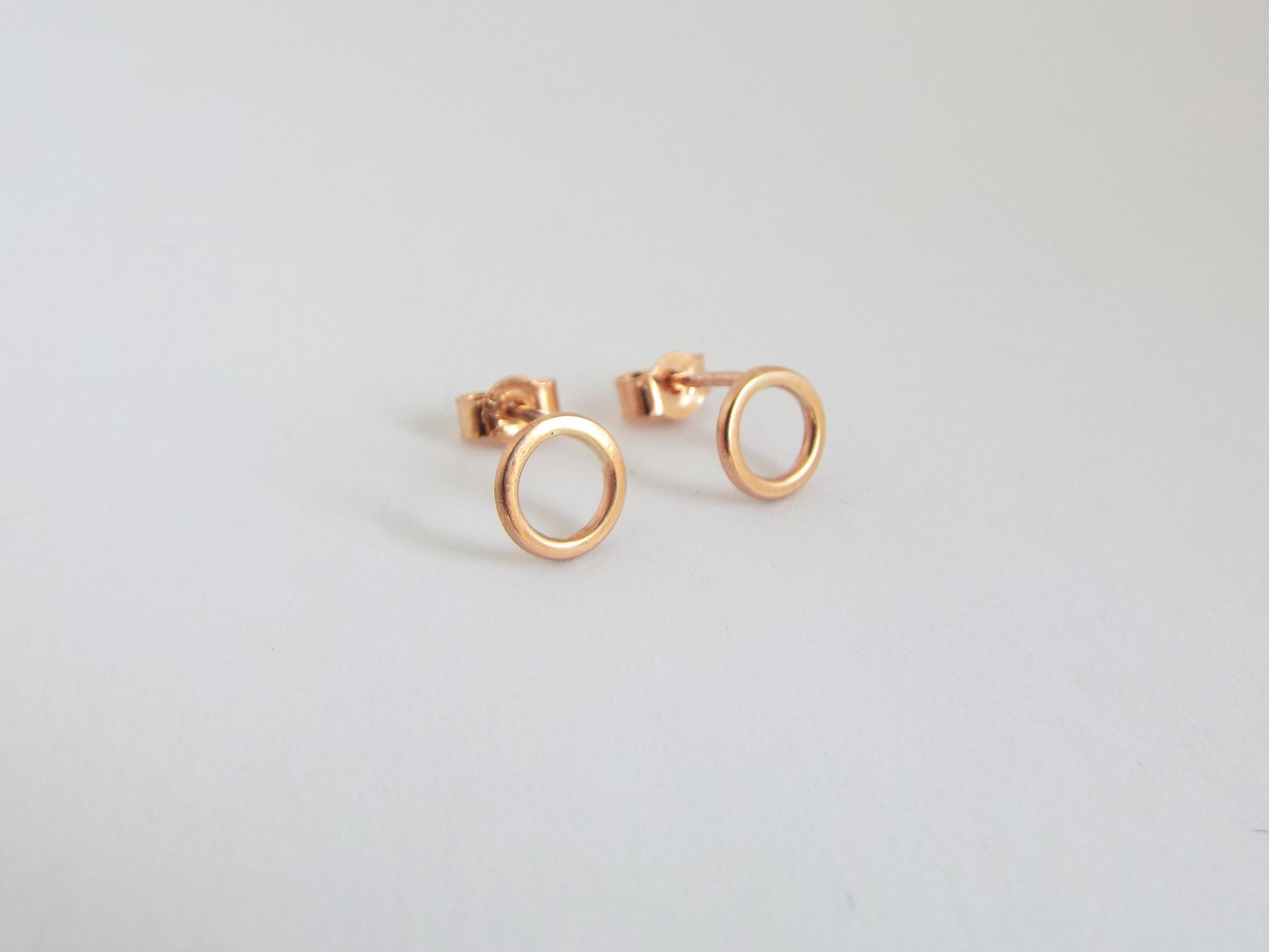 simple rose gold circle earrings