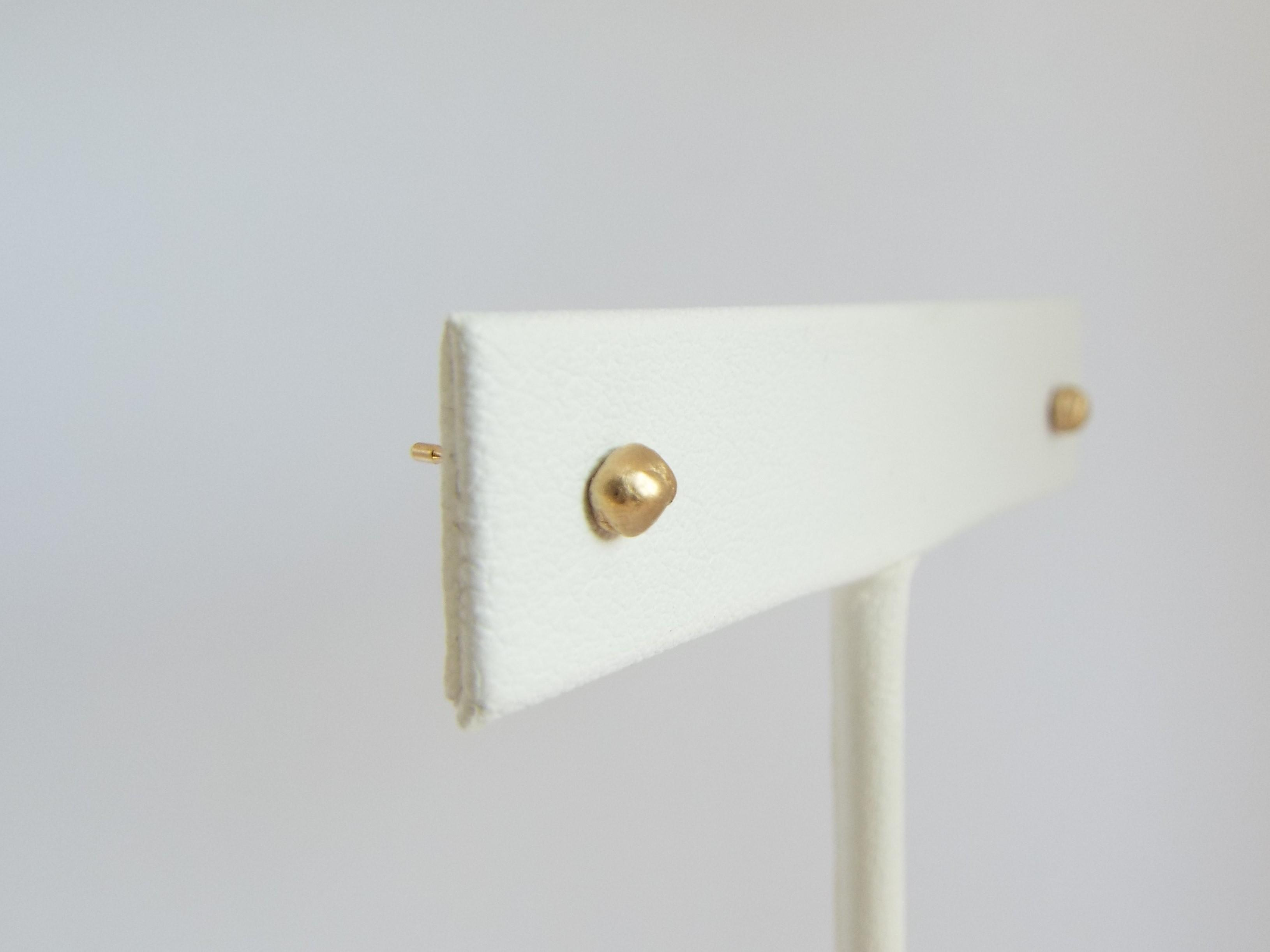 gold stud earrings made of recyled gold