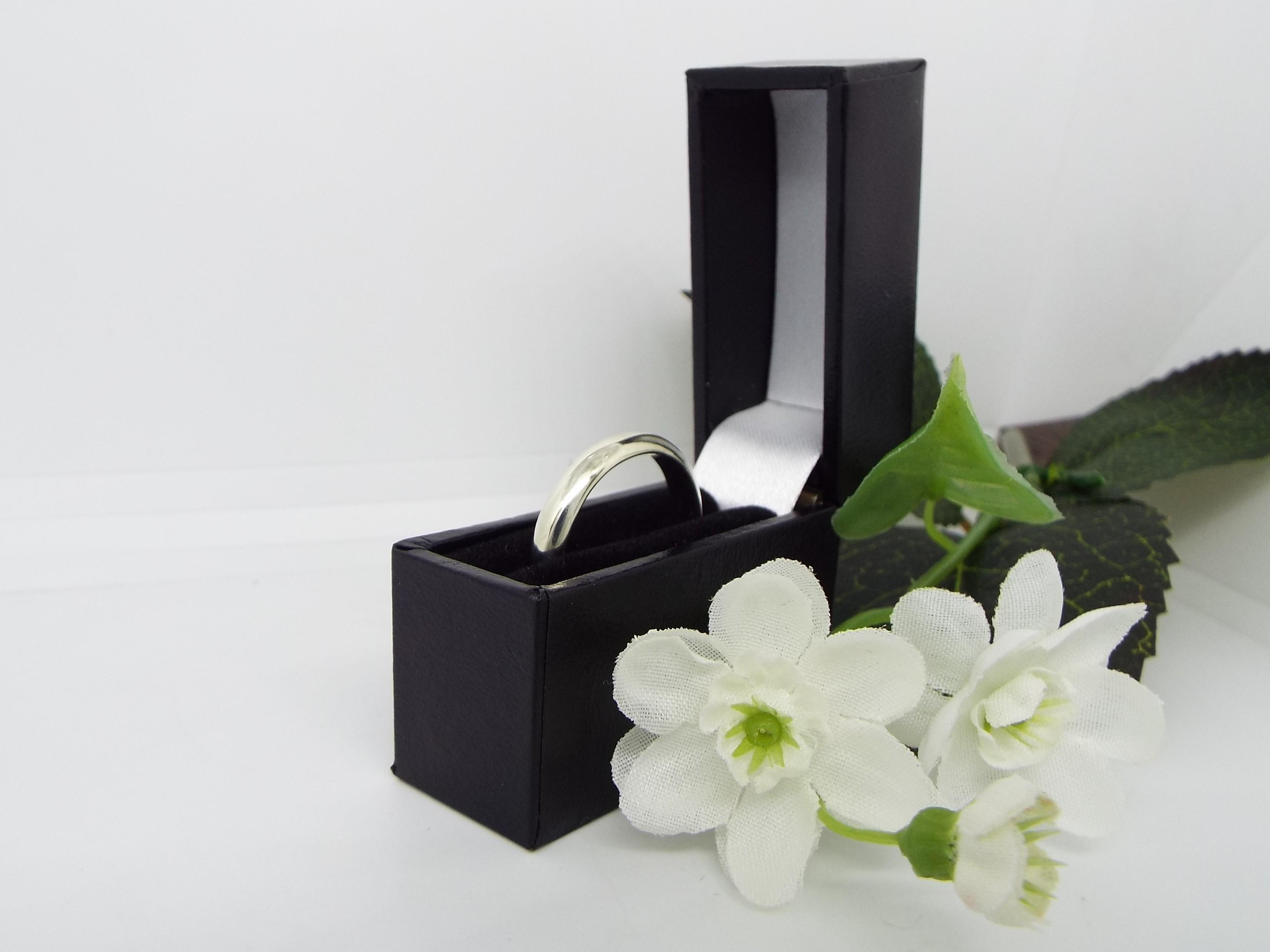 White gold wedding ring in a gft box