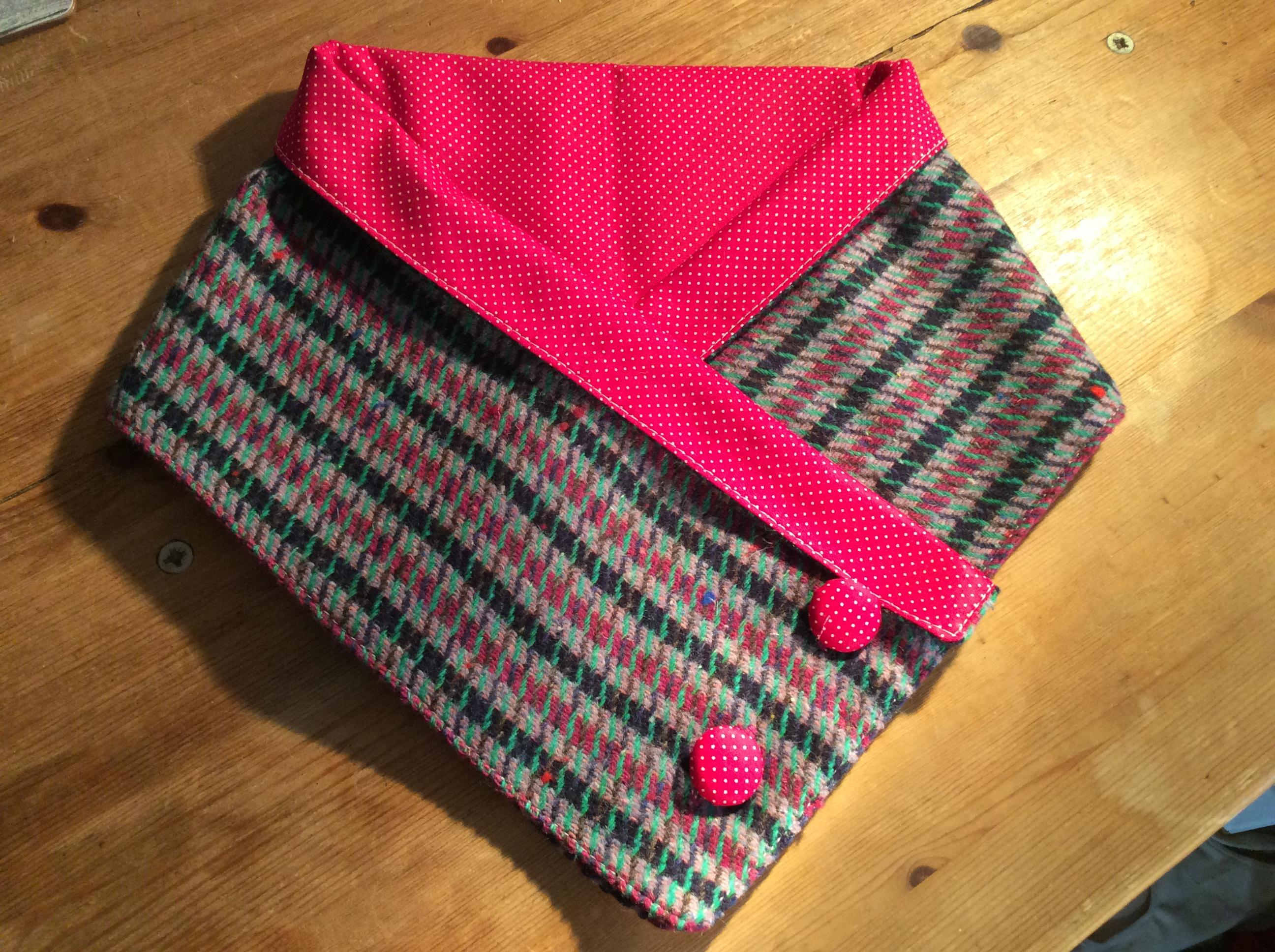 Warm neck wrap tweed with spotty pink