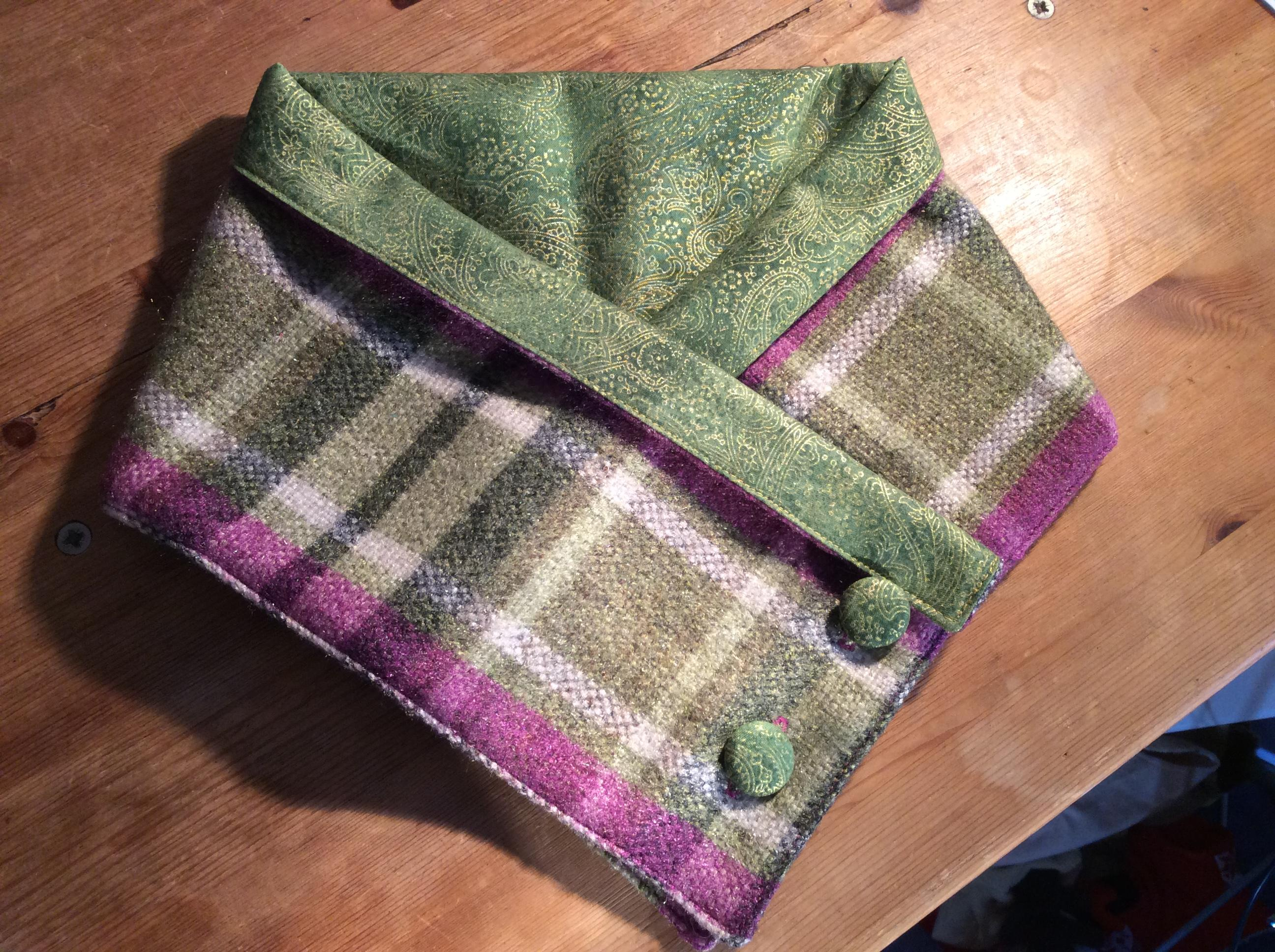 Warm neck wrap tweed with green