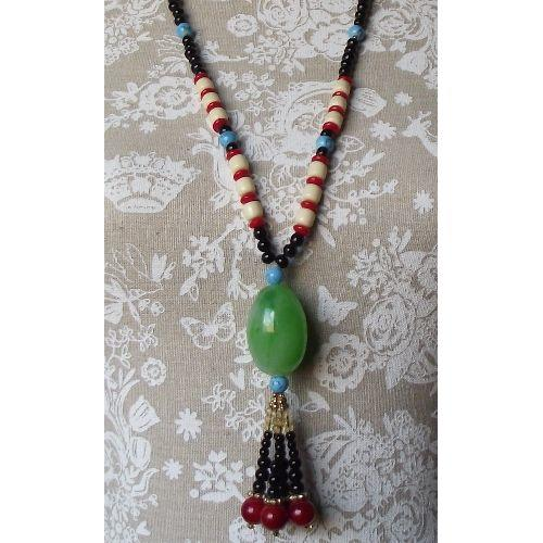 Chinese fashion necklace with an imitation jade bead,