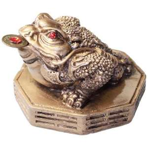 Gold Chinese bagua frog with red jewelled eyes,