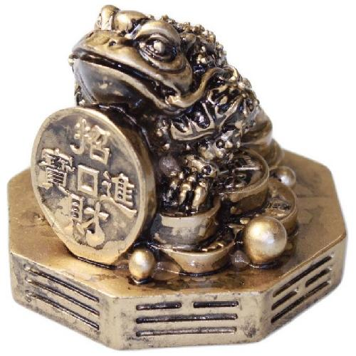 Gold bagua frog with a large Chinese coin,