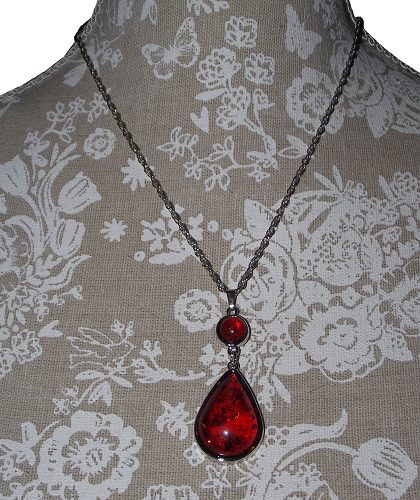 Fashion jewellery set with red teardrop pendants,