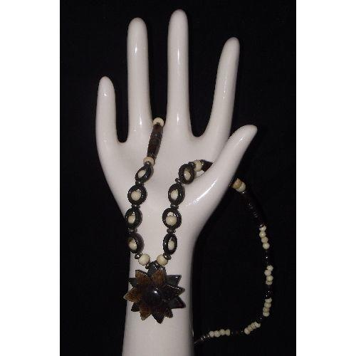 Chinese ox bone necklace with oriental patterns,