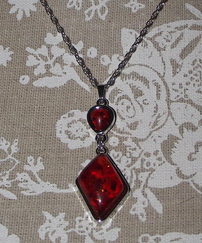 Jewellery sets with ruby red earrings and pendants,