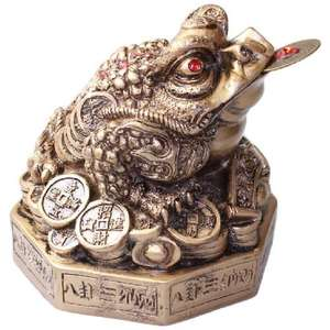 Large Chinese bagua frog with coins and ingots,
