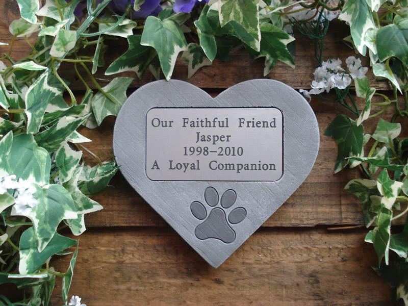 memorial dog heart with plaque
