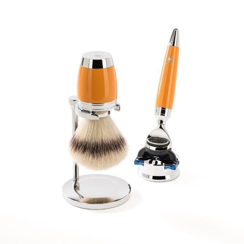 The STYLO Butterscotch Silvertip Fibre brush with Fusion razor by MÜHLE.