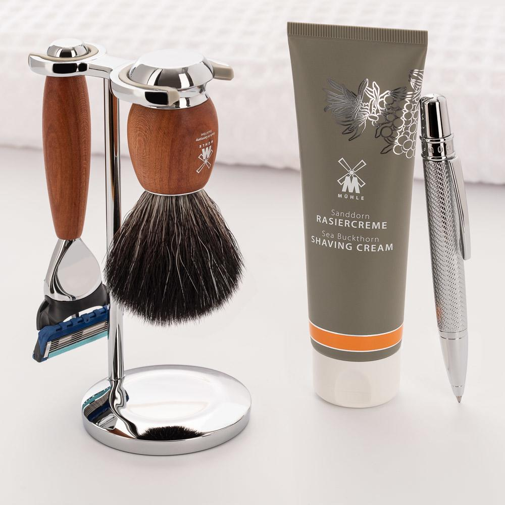 Pictured: The VIVO Plumwood Gift Set by MÜHLE