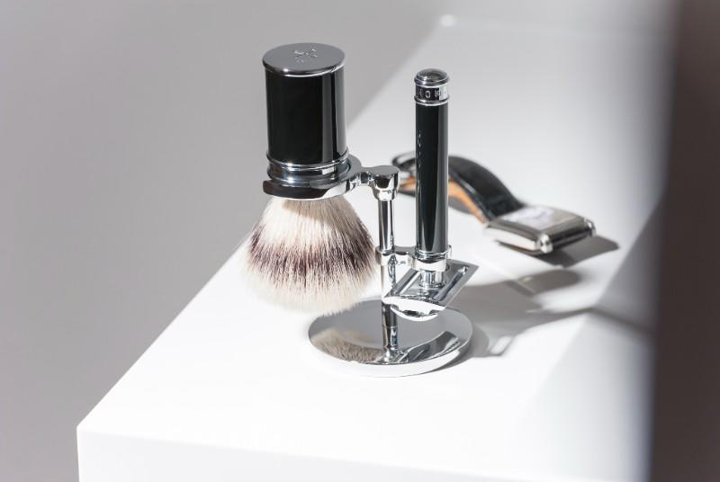 The TRADITIONAL Silvertip Fiber, Closed Comb Shaving Set in Black Resin by MÜHLE (S31M106)