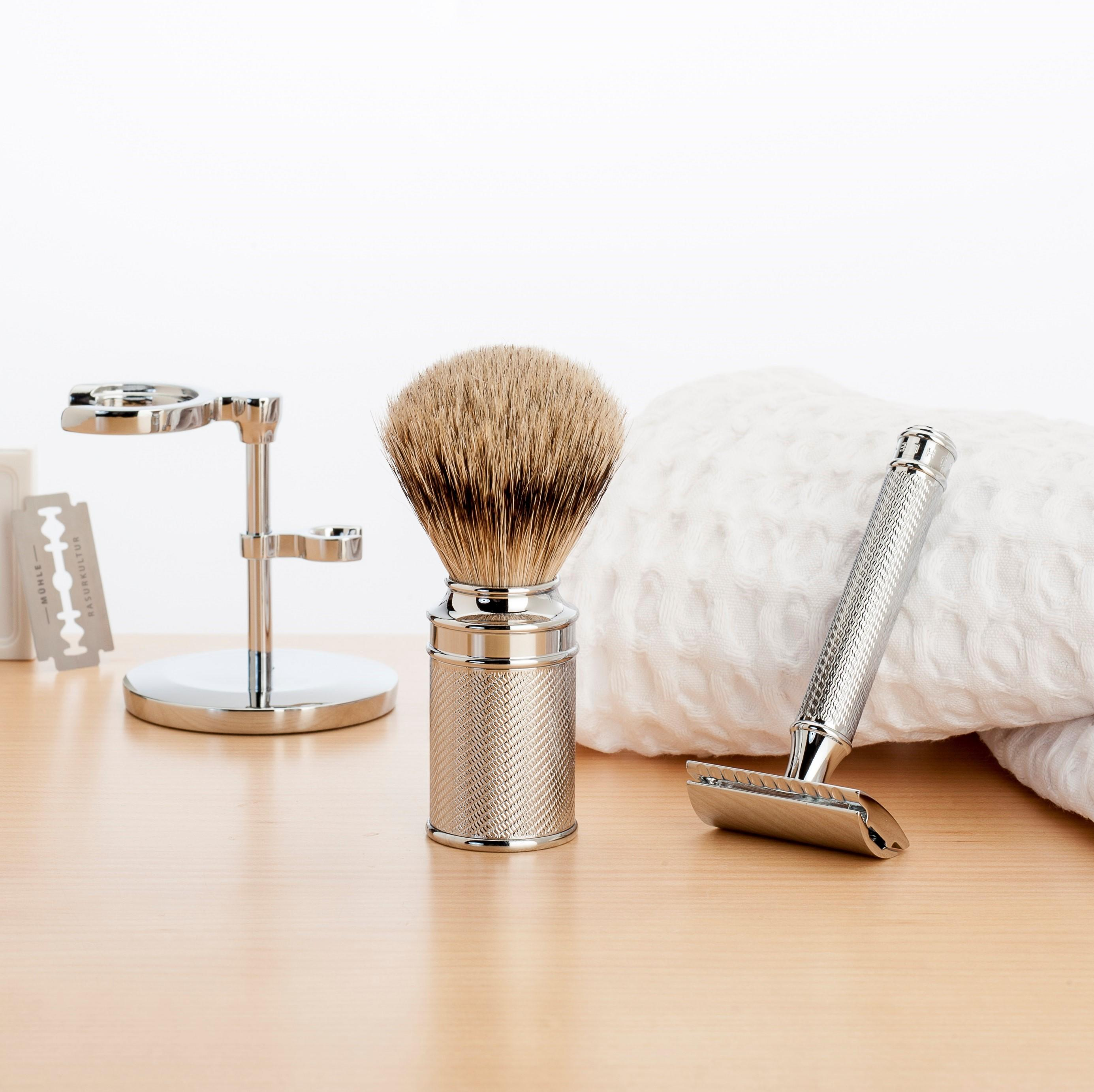 The MÜHLE Waffle Pique Towels with the iconic TRADITIONAL range including blades, Brush & Razor Stand, Silvertip Badger Chrome Shaving Brush and R89